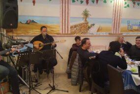 Restaurant La Grillade Chez Nikos - Ambiance Folklore grec